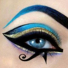 Egyptian goddess eye make up. -Egyptian goddess eye make up. -Egyptian goddess eye make up. Egyptian Eye Makeup, Egypt Makeup, Cleopatra Makeup, Arabic Makeup, Halloween Look, Halloween Eye Makeup, Goddess Halloween, Eyeliner, Makeup Eyeshadow
