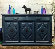 When I purchased this china cabinet I initially had no intentions of keeping the top half. At the last minute I decided to give both the top and the bottom a ma…