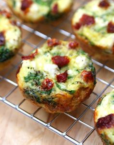 Spinach, Feta and Sun-Dried Tomato Egg Muffin Cups - A perfect make-ahead breakfast full of flavor. They're easy to make and only 50 calories in each cup. Spinach, Feta and Sun-Dried Tomato Egg Muffin Cups – A perfect make-ahead breakfast full of flavor! Healthy Egg Breakfast, Make Ahead Breakfast, Sausage Breakfast, Egg Recipes, Brunch Recipes, Breakfast Recipes, Cooking Recipes, Spinach Egg Muffins, Frittata Muffins