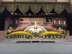 社葬・公共団体 Funeral Flower Arrangements, Modern Flower Arrangements, Funeral Flowers, Buddha Flower, Funeral Ideas, Arte Floral, Stage, Altars, Birth