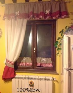 Pois in cucina Polka dots in the kitchen Shabby Chic Dining, Shabby Chic Kitchen, Shabby Chic Decor, Vintage Decor, Net Curtains, Cafe Curtains, Kitchen Curtains, Cortinas Country, Bedroom Turquoise