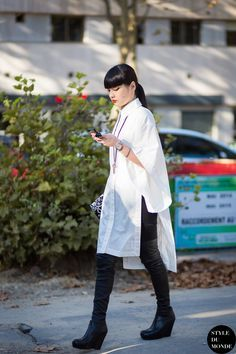 Kozue Akimoto 秋元梢 Street Style Street Fashion Streetsnaps by STYLEDUMONDE Street Style Fashion Photography