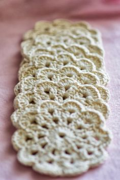 Here is an easy but elegant and beautiful crochet coasters . I love the simplicity of crocheting this; after crocheting one you can basically do them without reading the instructions. The pattern… Crochet Circles, Crochet Round, Easy Crochet, Free Crochet, Knit Crochet, Thread Crochet, Crochet Gifts, Crochet Doilies, Crochet Flowers