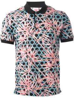 Lacoste is keeping up with the Floral Print Trend with this untypical Polo Shirt. Mens Polo T Shirts, Slim Fit Polo Shirts, Printed Polo Shirts, Polo Fashion, Mens Fashion Wear, Lacoste, Moda Polo, Clothing Store Interior, Camisa Floral