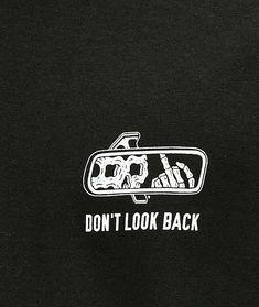 Kritzelei Tattoo, Chest Tattoo, Art Tattoos, Skull Wallpaper, Dark Wallpaper, Black Aesthetic Wallpaper, Aesthetic Wallpapers, Skeleton Art, Dont Look Back
