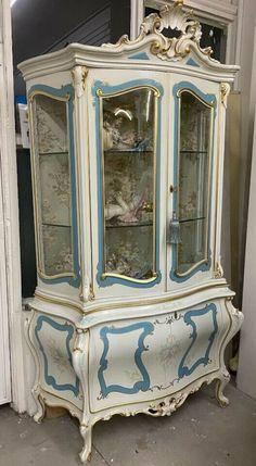Italian Louis XV Silik Style Curio Display Cabinet Rococo Baroque Italy