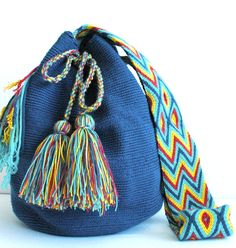 @ipuanabarcelona Quirky Girl, Crotchet Patterns, Crochet Accessories, Girl Stuff, Drawstring Backpack, Loom, Bucket Bag, Weave, Crochet Tote