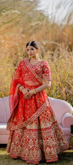 Designer Bridal Lehenga, Bridal Lehenga Choli, Lehenga Choli Online, Coffee Shops, Girls Dresses, Sari, Indian, Crop Tops, How To Wear