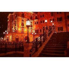 Instagram【_lune_blanche_】さんの写真をピンしています。 《. . #Disneysea #Disney #東京ディズニーシー . #ディズニーシー #ディズニー #15周年 #幻想的 #ヴェネツィア #夜景 #光 #街灯 #光 #夢の国 #イタリア #綺麗 #キラキラ .》