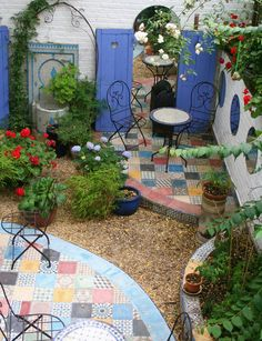 Small courtyard garden with seating area design and layout 72 - Rockindeco - pa . Small courtyard garden with seating area design and layout 72 - Rockindeco - terrace furniture layout ideas. The big cities have a lot, but they miss . Small Courtyard Gardens, Small Courtyards, Small Backyard Gardens, Backyard Garden Design, Small Garden Design, Garden Spaces, Small Gardens, Courtyard Design, Garden Plants