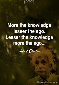 Afbeelding: mooi citaat van Albert Einstein over het verband tussen intelligentie en ego. #persoonlijkheid