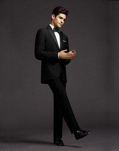 Custom Made New Style Groom Tuxedos Peak Lapel Men Suit Black Groomsman Bridegroom Wedding Prom Suits Jacket Pants Tie Vest Al