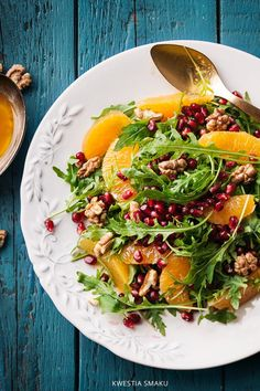 Rucola, pomegranate, oranges and walnuts salad Healthy Salad Recipes, Raw Food Recipes, Veggie Recipes, Asian Recipes, Vegetarian Recipes, Cooking Recipes, Dinner Recipes, Ensalada Thai, Clean Eating