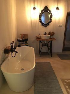 Egy parasztház felújítása – 1,5 hónap alatt! | Otthonkommandó Corner Bathtub, Bathroom, House, Home Decor, Future, Building, Beautiful, Ideas, House 2