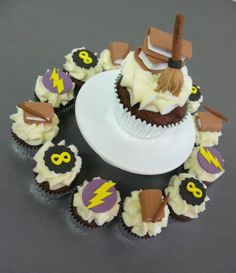 Harry Potter Cupcakes - Mini and Standard size center peice.