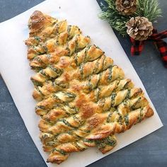 Christmas tree spinach dip breadsticks – It's Always Autumn Christmas tree spinach dip breadsticks – It's Always Autumn,Quick Appetizer Recipes This is such a cute holiday appetizer idea! Breadsticks stuffed with spinach dip in. Christmas Party Food, Christmas Cooking, Christmas Apps, Christmas Pizza, Xmas Food, Christmas Brunch, Horderves Christmas, Christmas Finger Foods, Christmas Casserole