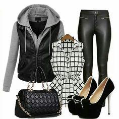 Outfit casual leggins negros blusa blanca d cuadros