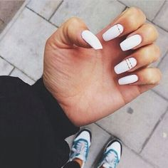 Simple Line Nail Art Designs You Need To Try Now line nail art design, minimalist nails, simple nails, stripes line nail designs Line Nail Designs, Acrylic Nail Designs, How To Do Nails, My Nails, Matte Nails, Long Nails, White Acrylic Nails, White Nails With Gold, White Nails With Design