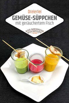 Bringen Sie doch mal ein paar bunte Gemüsesuppen zusammen auf den Tisch. Ihre Gäste werden Augen machen! Wie sie auf dem Foto erkennen können, handelt es sich dabei nicht um das übliche Suppenallerlei, in dem verschiedene Gemüsesorten in einer Gemüsebrühe schwimmen und deshalb als bunte Gemüsesuppe bezeichnet wird. – Dazu nötig ist unser Grundrezept einer Gemüsebrühe. Sehr einfaches Rezept, tolle Wirkung! #ausmeinemkochtopf #besteehefrau