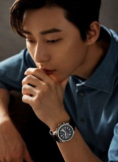 Montblanc Summit 2 Smartwatch is a silent reminder to remember to go home. Park Seo Joon Abs, Joon Park, Park Seo Jun, Korean Male Actors, Korean Celebrities, Asian Actors, Montblanc Summit, Francisco Lachowski, Hallyu Star