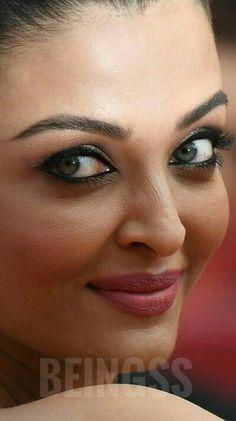 Aishwarya Rai Makeup, Aishwarya Rai Young, Aishwarya Rai Cannes, Aishwarya Rai Photo, Actress Aishwarya Rai, Most Beautiful Bollywood Actress, Indian Bollywood Actress, South Indian Actress, Beautiful Actresses