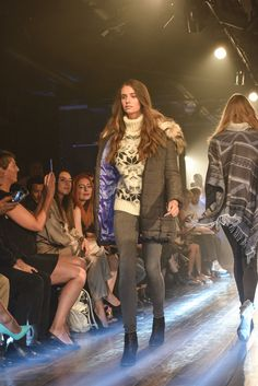 The gorgeous Izzy Strickland nailing her walk down the catwalk! #SDModelLook #EliteModelLookUK #ScoutedByElite #EMLUK #SDStylist