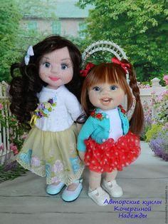 Купить или заказать Виктория в интернет-магазине на Ярмарке Мастеров. ПРОДАНА Вязаная куколка Виктория- озорная девчушка. Все части тела подвижны, внутри имеет скелет для кукол. Сидит, стоит самостоятельно, а так же может принимать любую позу. Рост 33 см, не считая хвостиков. Прическа статичная. Вся одежда снимается.