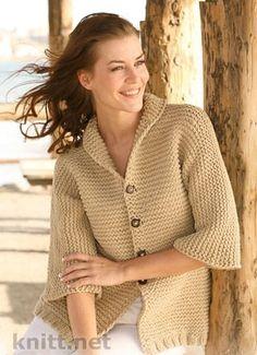 Жакет связан платочной вязкой с рукавами ¾., классическая модель .: