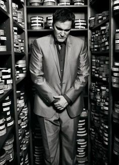 The one and only Quentin Tarantino. This man made me want to get into film when I watched Pulp Fiction for the first time. He will be included in my Oscar speech when I win my first for best directing. Quentin Tarantino, Tarantino Films, Pulp Fiction, Mark Seliger, Films Cinema, Fritz Lang, I Love Cinema, Photo Vintage, Film School