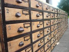 Meuble d'atelier à tiroirs relooké - Par joujou sur le #cdb