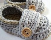 Crochet Baby Booties Organic Cotton Little Button Loafers Crochet For Boys, Crochet Baby Booties, Crochet Slippers, Love Crochet, Knit Crochet, Baby Patterns, Knitting Patterns, Crochet Patterns, Yarn Projects