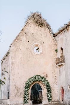 A sun-kissed vineyard ceremony, intimate wedding dinner inside romantic stone ruins, bas relief cake and modern, yet elegant bridal separates are just a few of the noteworthy details from this Portugal elopement with classic cream and blush blooms. Paired with hand-painted invitations, mother of pearl flatware and lucite dining chairs, and you have yourself some major reasons for considering a microwedding at a historic European venue. Wink wink! Magical Wedding, Whimsical Wedding, Modern Romance, Backdrops, Backdrop Ideas, Wedding Beauty, Wedding Dinner, Wedding Ceremony, Wedding Venues