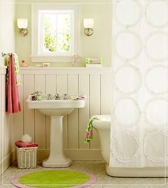 love the green and pink touches in this little bathroom