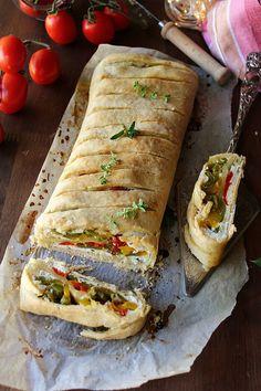 STRUDEL CON PEPERONI E RICOTTA Strudel, Ricotta, Bella, Sandwiches, Tacos, Pizza, Ethnic Recipes, Food, Eten