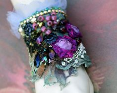 Orchidées mauveshabby chic Bohème poignet wrap par FleursBoheme