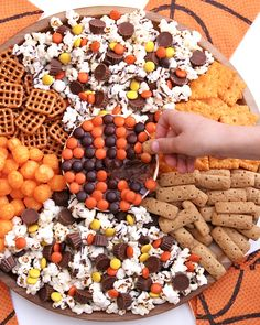 This sweet and salty snack board with a basketball theme is sure to be a slam dunk as you cheer on your favorite teams in the big tournament! Halloween Snacks, Fall Snacks, Party Snacks, Halloween Fun, Halloween Movie Night, Party Trays, Party Platters, Slam Dunk, Fall Recipes