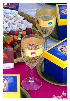 Plastic Wine Goblets with Jewels & Grape juice Jasmin Party, Princess Jasmine Party, Disney Princess Party, Aladdin Birthday Party, Aladdin Party, Birthday Party Themes, Birthday Ideas, Arabian Party, Arabian Nights Party