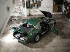 #cars #vintage #photography #carlovers #collection #collectibles ✔️ Martin Car, Aston Martin Vanquish, New York In December, Lamborghini Concept, Bond Cars, Epic Photos, Goodwood Revival, Gt Cars, Car Colors
