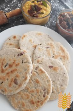 Srilankan Poll Roti is a type of flatbread, made of coconut and flour. A popular roti in srilanka Unique Recipes, My Recipes, Dinner Recipes, Ethnic Recipes, Coconut Sugar, Coconut Flour, Dhal Curry, Flat Pan, Sri Lankan Recipes