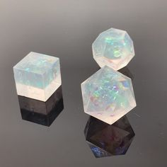 Here are frosted opalescent dice! For paladins, clerics and aasimar! I'm currently rebuilding my D&D character, and trying to figure out… Dungeons And Dragons Dice, Dungeons And Dragons Homebrew, Cool Dnd Dice, Dragon Dies, D D Characters, Tabletop Rpg, Paladin, Resin Crafts, Goblin
