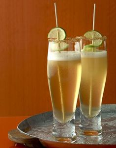 Beer and lime cocktail for 1 person - Elle à Table Recipes - Beer and lime cocktail - Juice Drinks, Non Alcoholic Drinks, Cocktail Drinks, Yummy Drinks, Disney Cocktails, Craft Cocktails, Mojito, Cocktail Videos, Recipe R