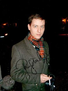 Tom Schilling Autograph - Signed Press Photo - MovieRelics - Autogramm und Filmrequisiten