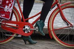 L'américaine et sa bicyclette à Copenhague by Mikael Colville-Andersen, via Flickr