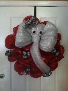 I'm not a BAMA fan but this is cute.Alabama elephant mesh wreath by Leila Cwg Keebler Football Crafts, Football Wreath, Alabama Football, Clemson, Wreath Crafts, Diy Wreath, Diy Crafts, Fall Crafts, Alabama Wreaths