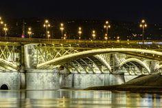 lights at night (Margaret Bridge, Budapest)