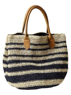 Crochet Bags Designs Striped Straw Tote-- I especially like the straps, they make the bag look much more polished than if it had crocheted straps. Crochet Shell Stitch, Crochet Tote, Crochet Handbags, Crochet Purses, Straw Tote, Beach Tote Bags, Summer Bags, Crochet Accessories, Clothing Accessories