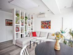 Integração e estantes como divisórias Condo Design, Apartment Design, Apartment Living, House Design, Cool Rooms, Small Rooms, Small Apartments, Small Spaces, Lounge Furniture