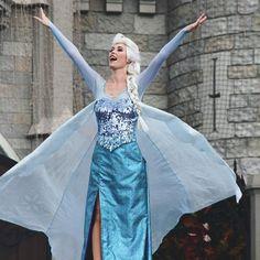 elsa frozen Disneyland Images, Disneyland Tips, Vintage Disneyland, Frozen Face, Elsa Frozen, Disney Frozen, Frozen Queen, Frozen Cosplay, Disney Cosplay