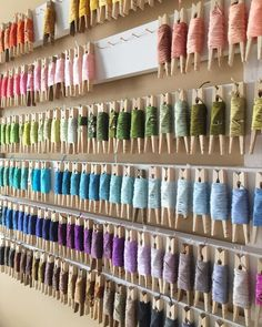 Great idea for organizing embroidery floss! It's functional and looks amazing as a feature wall in your craft room. Great idea for organizing embroidery floss! It's functional and looks amazing as a feature wall in your craft room. Craft Room Storage, Craft Ribbon Storage, Thread Storage, Craft Organization, Organizing Crafts, Craft Rooms, Diy Storage, Storage Ideas, Craft Room Ideas On A Budget