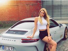 Des jolies filles et des Porsche - Page 333 - PHOTOS - Boxster Cayman 911 (Porsche) Classy Cars, Sexy Cars, Hot Cars, Auto Girls, Car Girls, Cars With Girls, Porsche 911 Targa, Porsche Models, Porsche Cars
